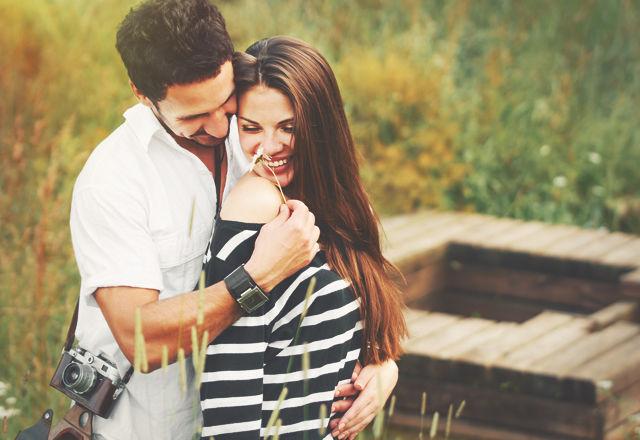 人はなにがきっかけで恋に落ち、相手に夢中になるのかが判明