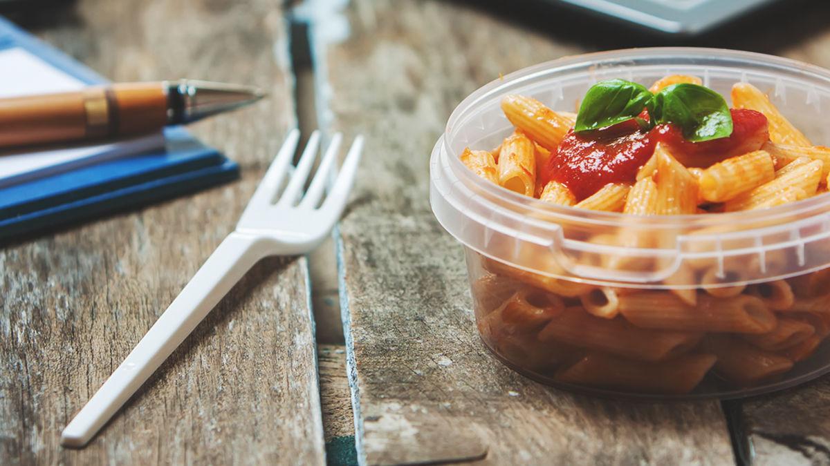 フランスが、プラスチック製の食器・カトラリーを使用禁止へ。