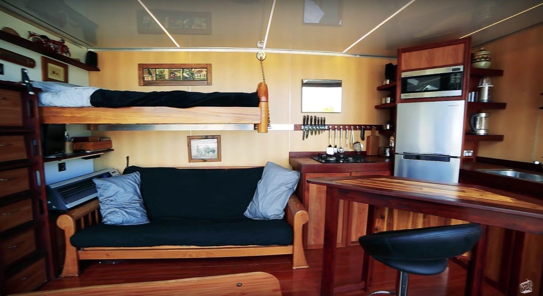 住む機能がギュッ!船に積めちゃう「DIYコンテナハウス」。