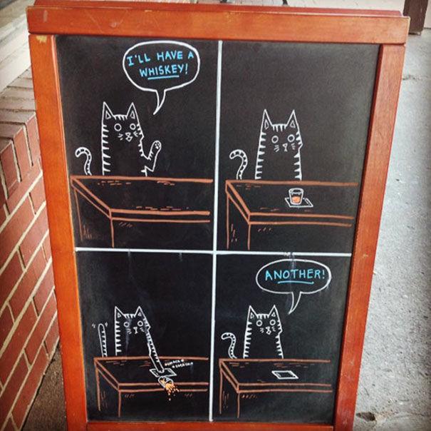 バーの売上アップに貢献した、ほっこり手書き看板