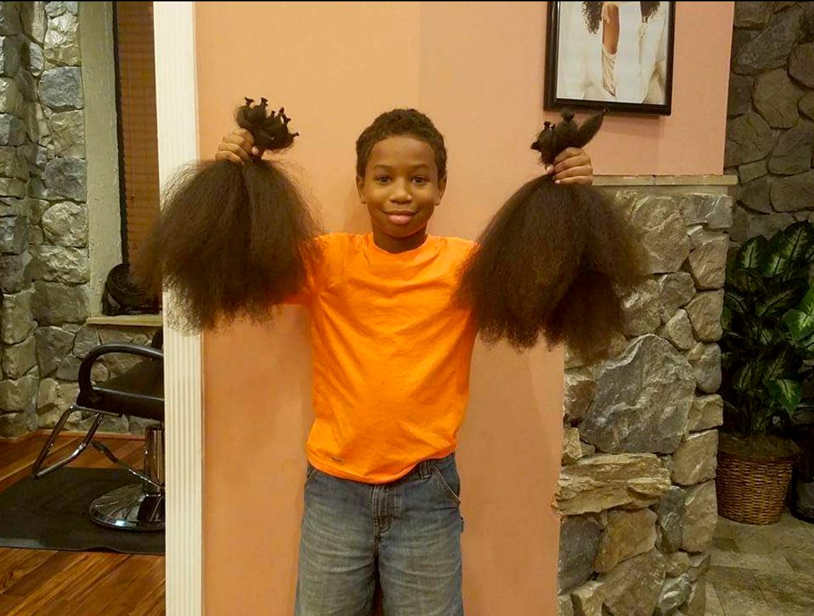 「ボクにもできることがある」。がんと闘う少女のため2年間髪の毛を伸ばし続けた少年