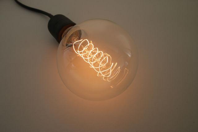 時代に逆らう「白熱電球」に魅了される