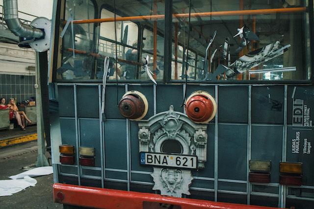 リトアニアには、交差点に進入すると消えてしまう「トロリーバス」があるらしい