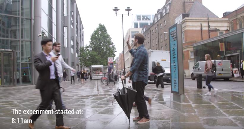 ロンドンの街角でみんなをハッピーにする実験「8時12分」にこだわる理由とは?