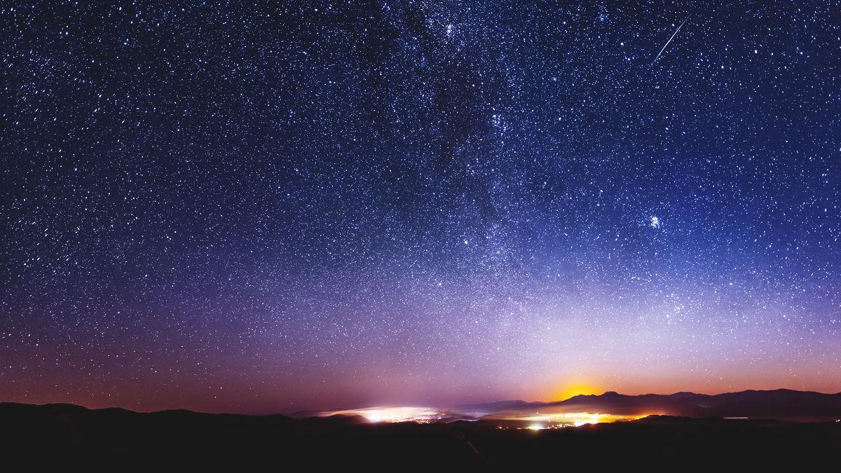 とっても気まぐれな「10月りゅう座流星群」から、秋の天体ショーの幕開けです
