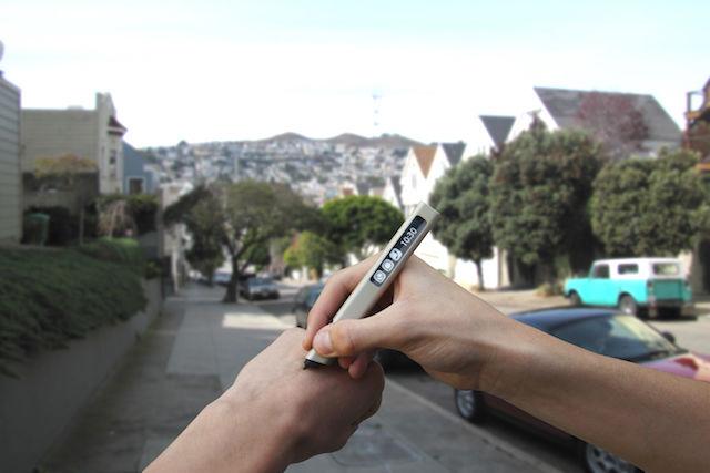 紙を必要としないペン「Phree」なら、あらゆる場所でメモが取れる