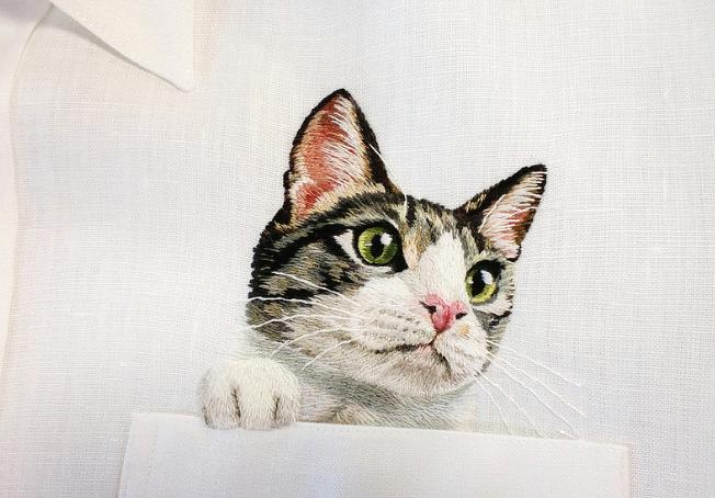 世界中のネコラバーたちが、どうしても手に入れたい「たった一枚だけの刺繍入りシャツ」
