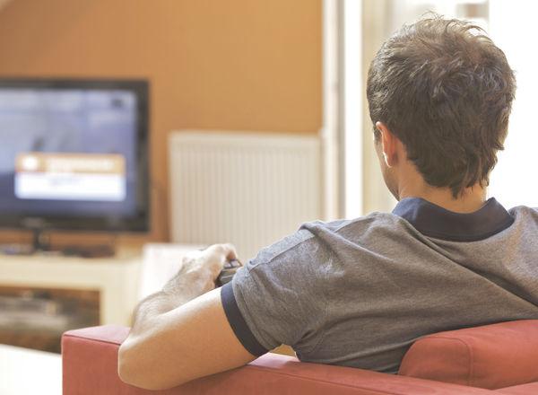 家で映画を見るのが好きな人の「あるある」8選