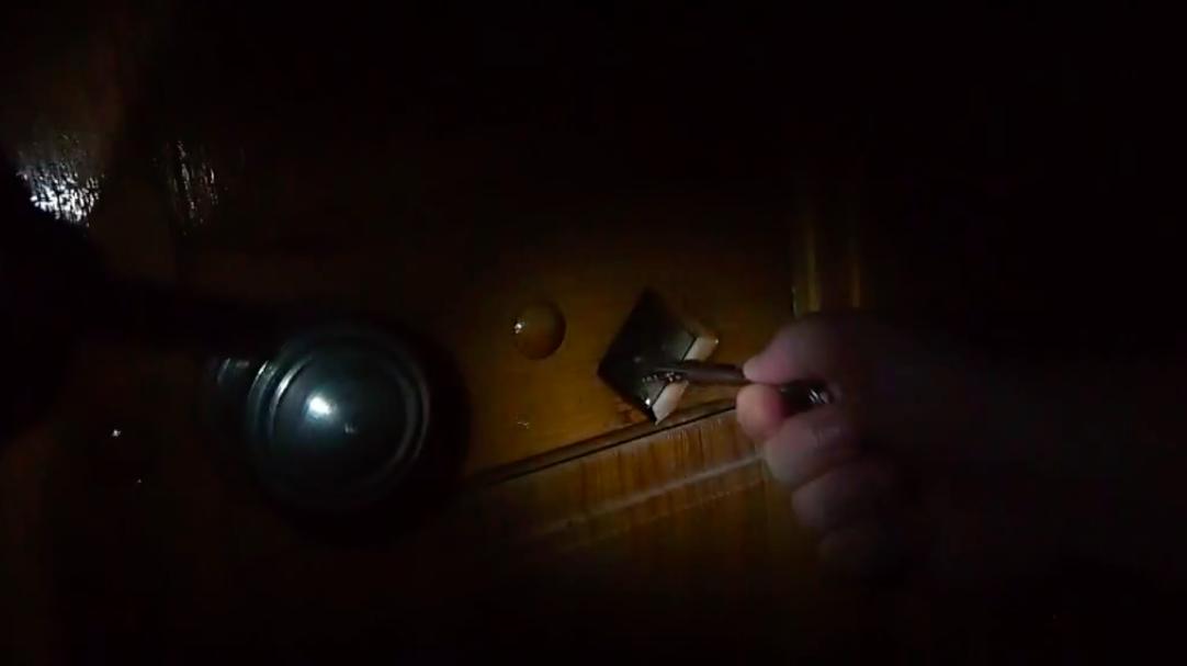 体温でライトが点く「懐中電灯」。電池はもう要らない!
