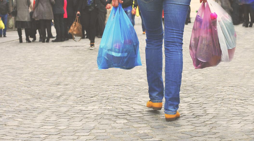 レジ袋有料化から1年。エコ意識をさらに高めたイギリスの中間報告