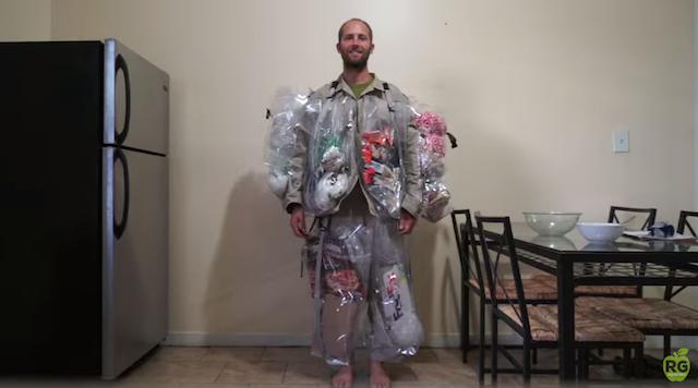 環境問題を考えていたら、いつの間にかゴミを身にまとっていた男