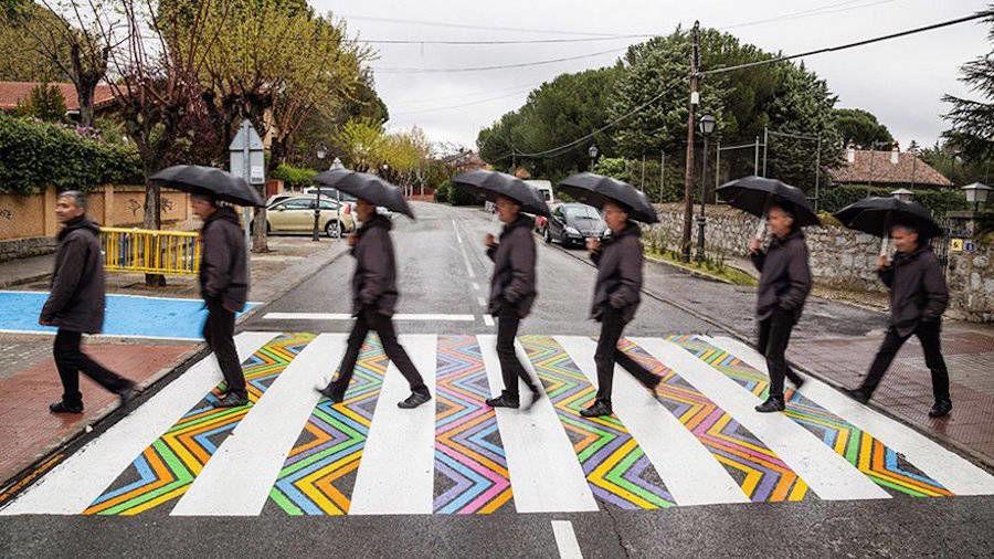 横断歩道が、今日1日をハッピーにしてくれるかも!