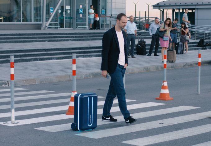 世界初。自動で動くスーツケース「Travelmate」が話題に。