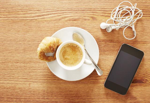 科学的に朝スッキリ目覚める「20曲」とは?ケンブリッジ大とSpotifyの共同研究に注目!