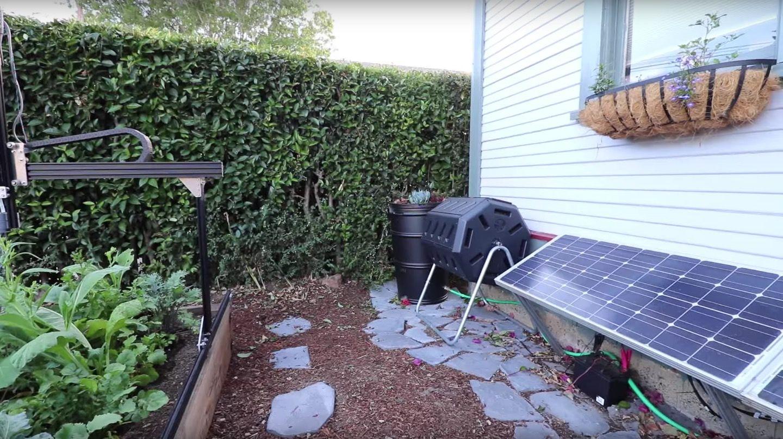 種まきや水やりなど、家庭菜園を全自動化する「FarmBot」。