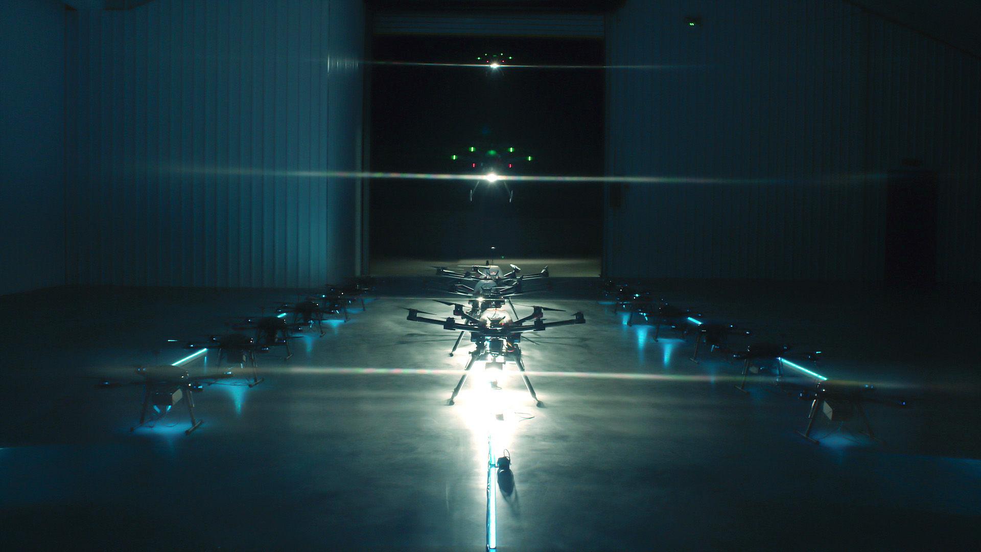 アプリで呼び出す「ドローン照明」が夜道の危険に待った!をかける