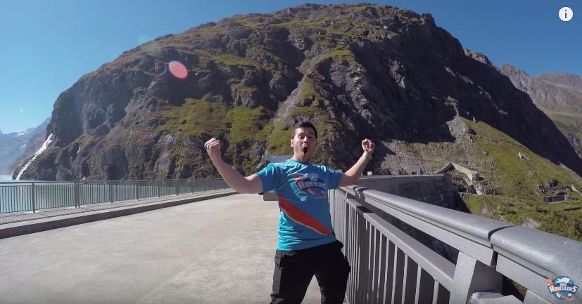 ギネス新記録!180メートルの「フリースロー」に成功した瞬間動画