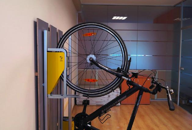 省スペースと省エネを同時に実現した、垂直式「自転車ラック」