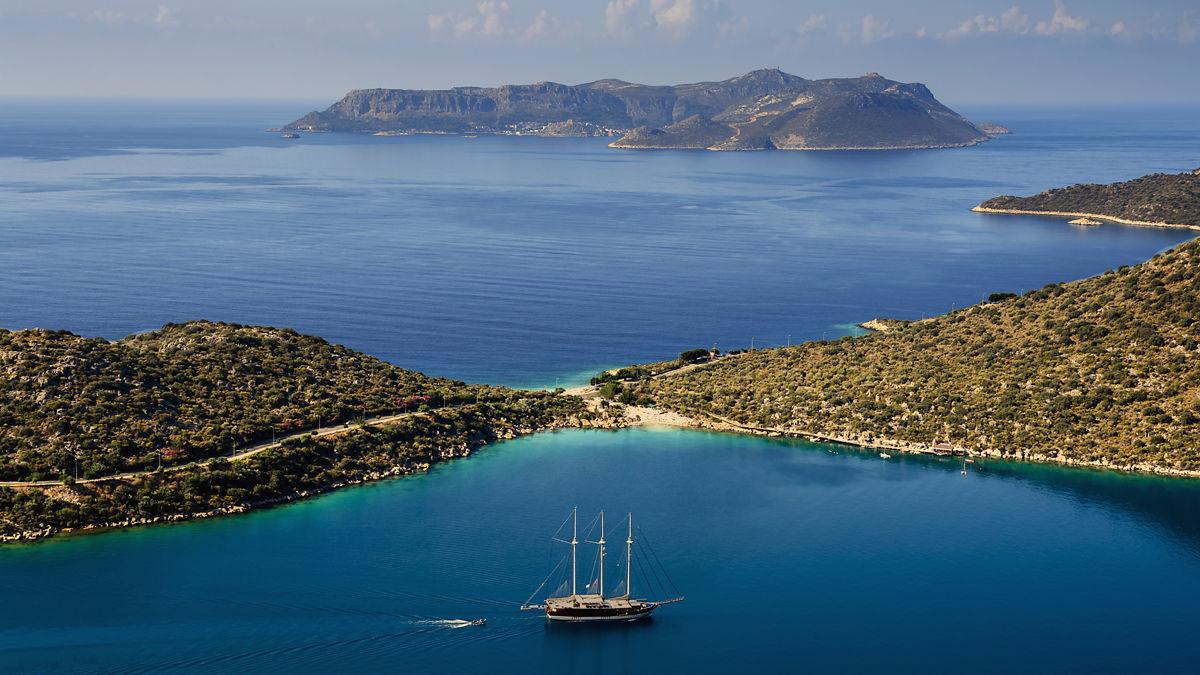 【青の洞窟で泳げる?!】ギリシャの穴場スポット「メイス島」