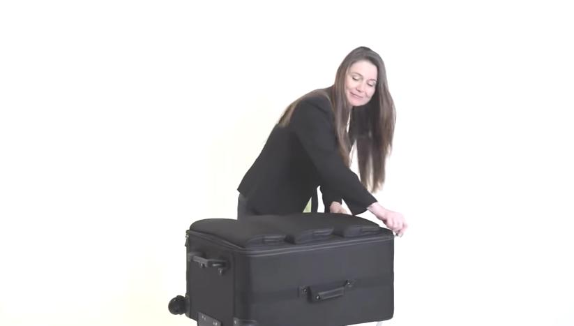 あなたのクローゼットを、そのまま持ち運べるスーツケース