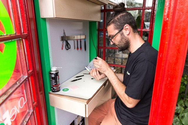 広さ1㎡!世界で一番小さなスマホ修理屋さん。