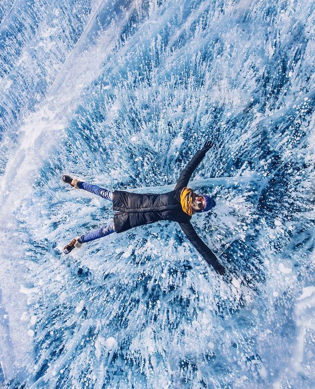 世界で最も古く、深く、透明度が高い、冬の「バイカル湖」を歩く。