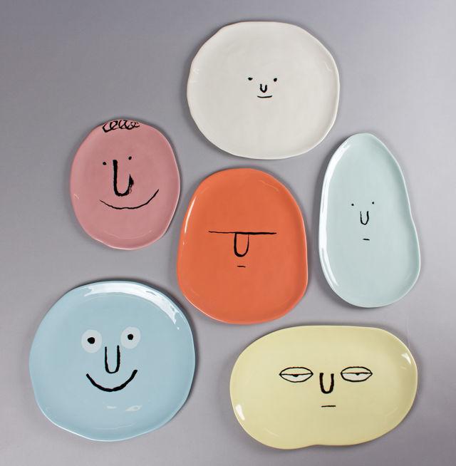 あなたの食卓に「笑顔を運ぶ」お皿です。