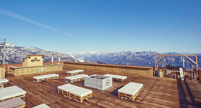 ゲレンデでカンパ〜イ。CORONAが提案する新しい雪山の楽しみかた