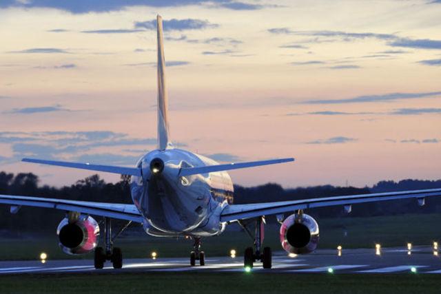 【夢占い】飛行機の夢の意味とは?墜落や事故があれば計画変更必須!?