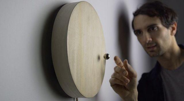 この時計は、時刻だけでなく「時の流れ」を教えてくれる