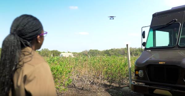 アメリカの広〜い農耕地の宅配事情、空からドローンが最短距離でお届けします