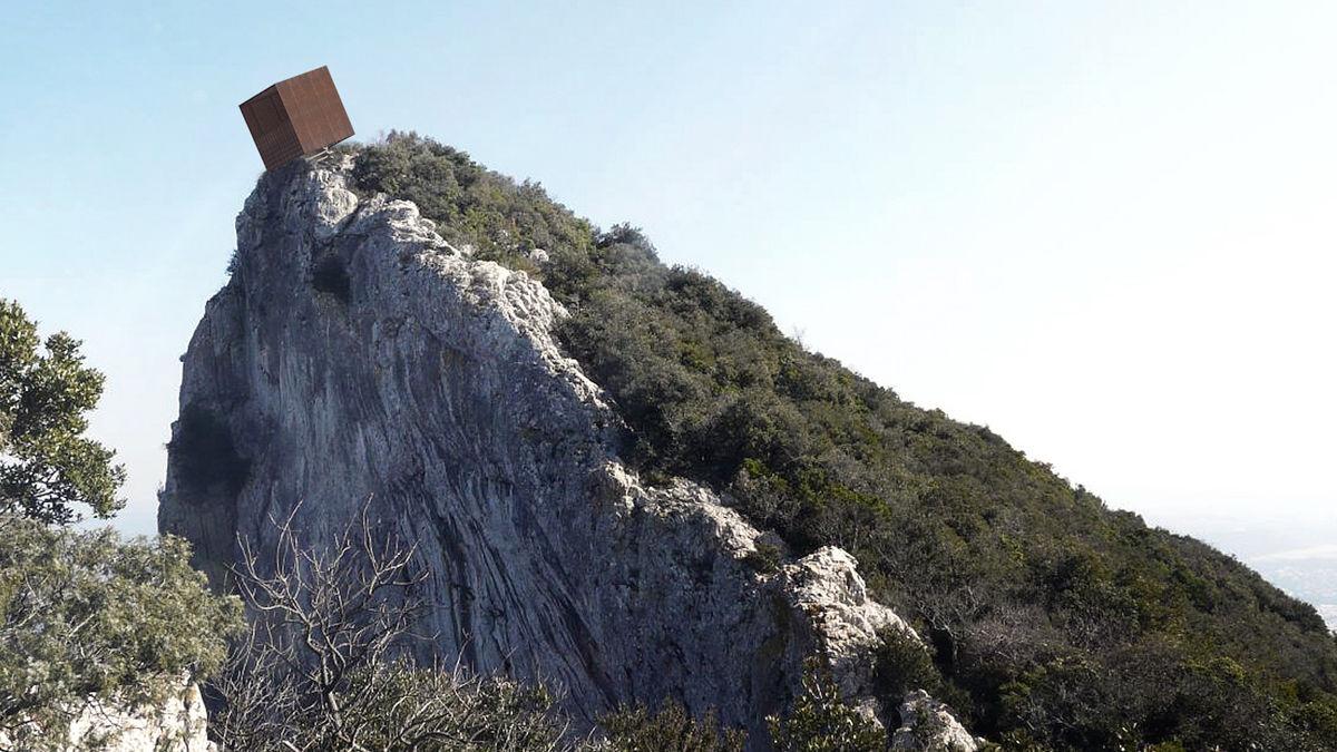 山頂でスリルを求めたければ、このキューブに飛び込め!