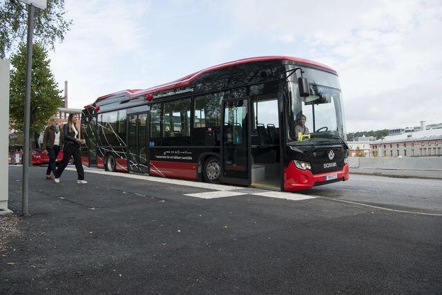 停留所にいる間に、ワイヤレス充電!スウェーデンの「電気バス」最新事情