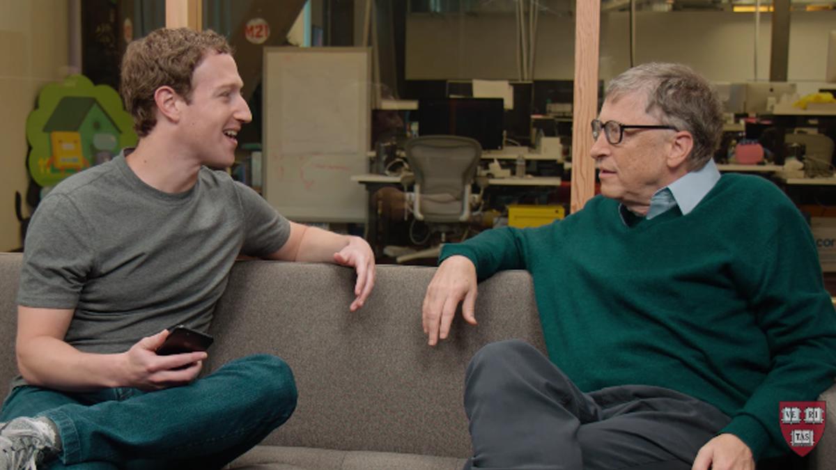ハーバードから卒業スピーチを頼まれたザッカーバーグがビル・ゲイツに相談。「俺たち中退組じゃん?」
