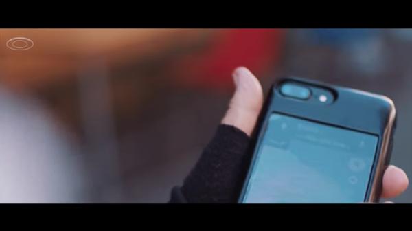 iPhoneの裏側が「Android」になるスマホケースって…どういうこと?