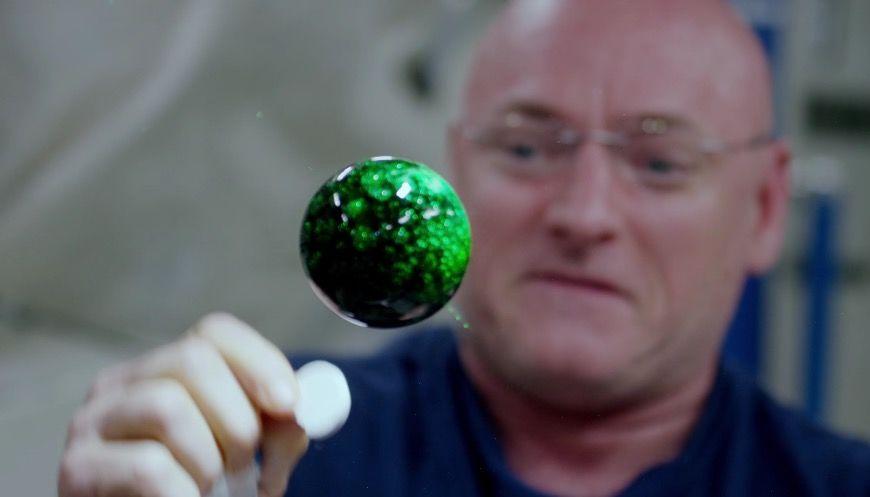 4K動画で見るNASAの「無重力化学実験」が・・・ピギャー!!