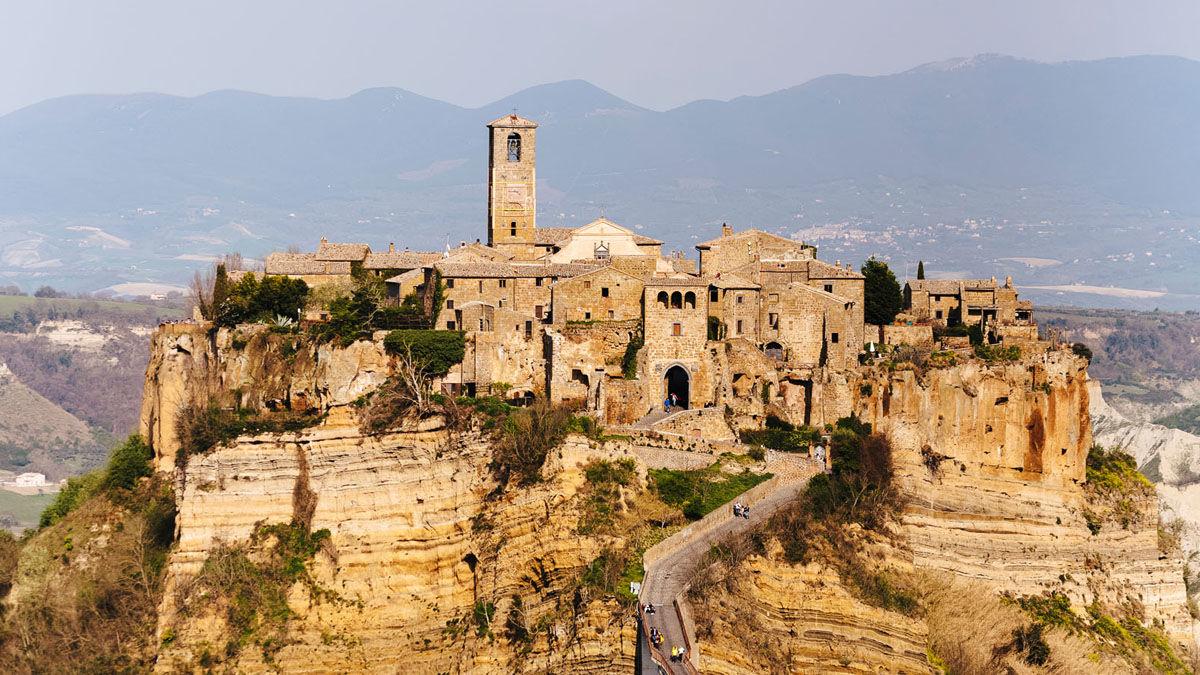 Airbnbが発表した「イタリアの古代集落」に泊まってみたい