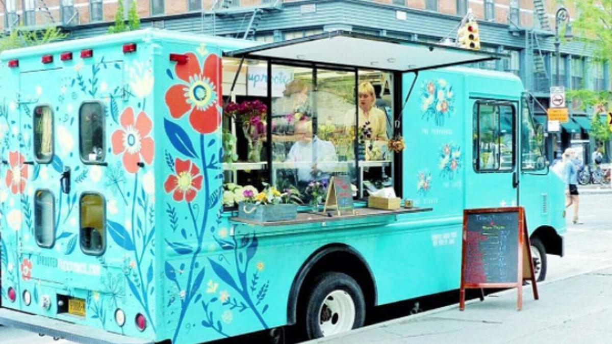 ミントグリーンの「フラワートラック」が、お花と幸せを運びます(NY)