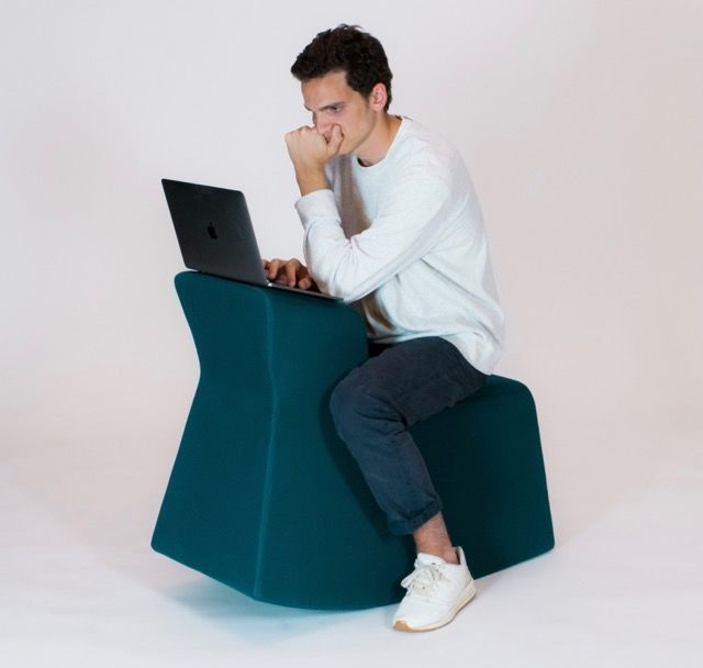 この椅子は、寄りかかるんじゃなくて「木馬」が正解!