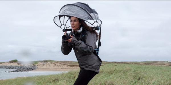 ハンズフリーなこの「傘」を笑っていられるのも、今のうちだ!