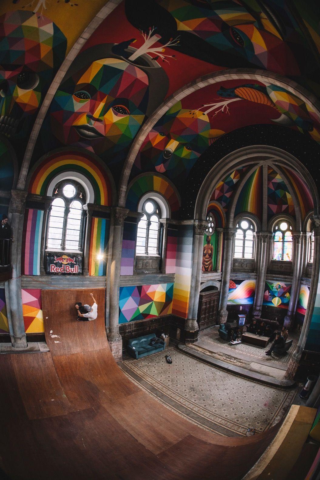 スペインにある築100年の教会が、スケボーパークとして生まれ変わった