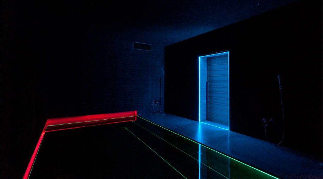 光の魔術師がデザインした、泊まれるアート作品『光の館』